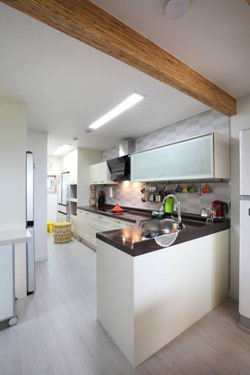 ห้องครัว by 주택설계전문 디자인그룹 홈스타일토토