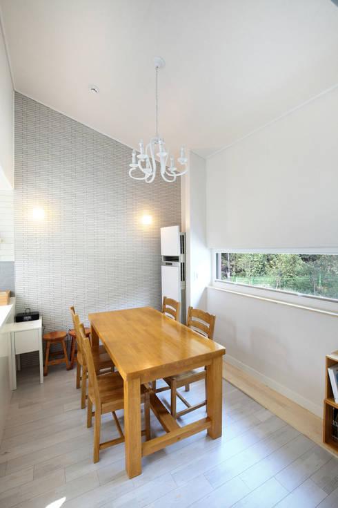 Dining room by 주택설계전문 디자인그룹 홈스타일토토