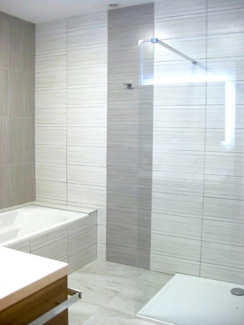 salle de bains, coin baignoire: Salle de bains de style  par B.Inside