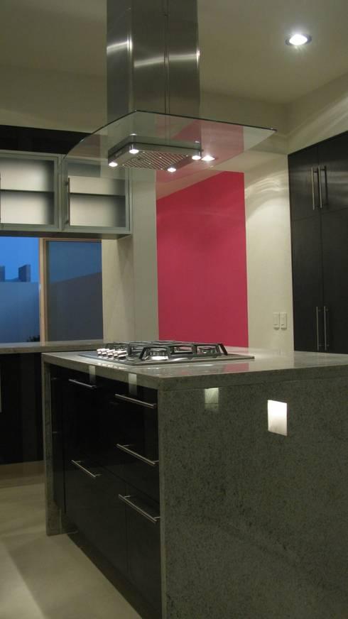 Casa ST: Cocinas de estilo minimalista por Bojorquez Arquitectos SA de CV
