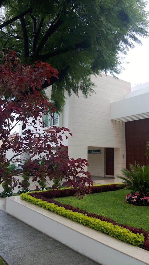 Fachada Frontal: Casas de estilo moderno por Bojorquez Arquitectos SA de CV