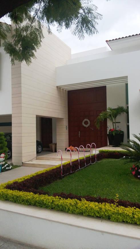 Azaleas: Casas de estilo moderno por Bojorquez Arquitectos SA de CV