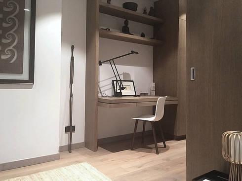 Desk area:  Corridor, hallway by Deirdre Renniers Interior Design