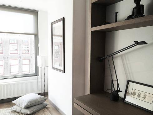 Living area: modern Living room by Deirdre Renniers Interior Design