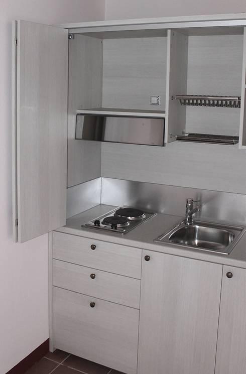 Mini cucina a scomparsa monoblocco con ante mini - Mini cucine a scomparsa ...