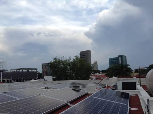 Proyecto de 5.94 kW en Zapopan: Casas de estilo moderno por PROYENER