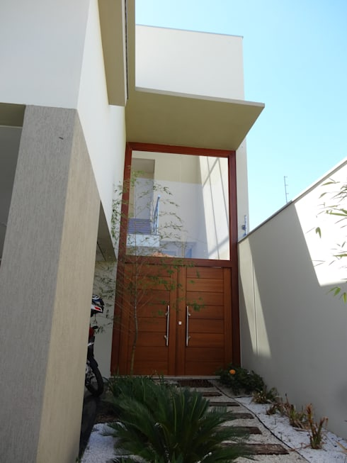 Casa SN: Corredores e halls de entrada  por Lozí - Projeto e Obra