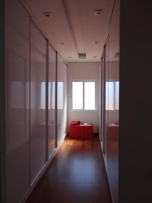 Casa SN: Closets  por Lozí - Projeto e Obra