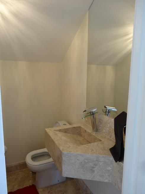 Casa SN: Banheiros  por Lozí - Projeto e Obra