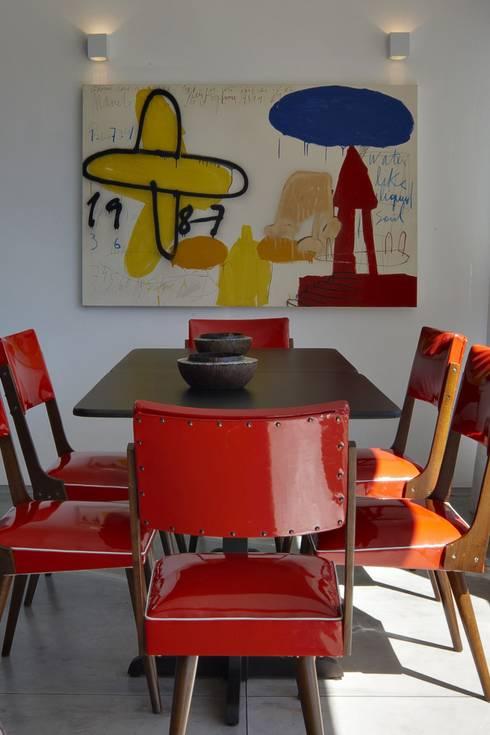 Casa do Lago 10: Salas de jantar  por David Guerra Arquitetura e Interiores