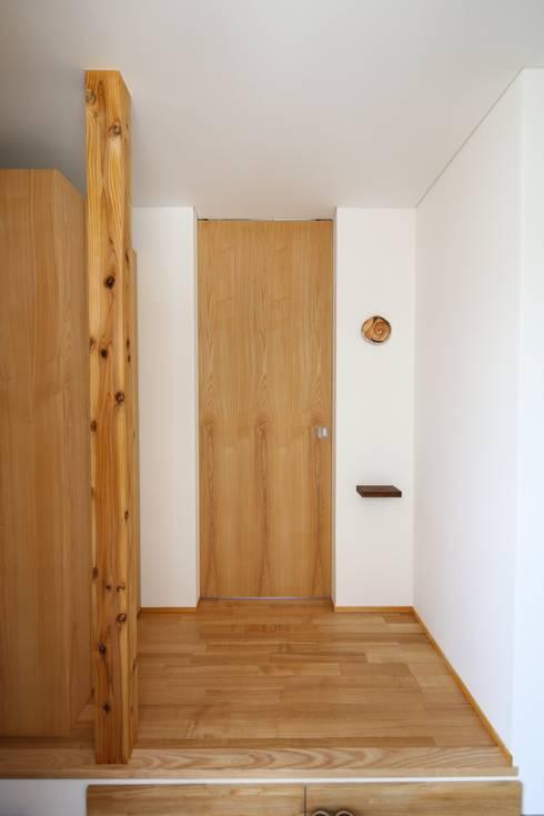 Corridor & hallway by C-design吉内建築アトリエ