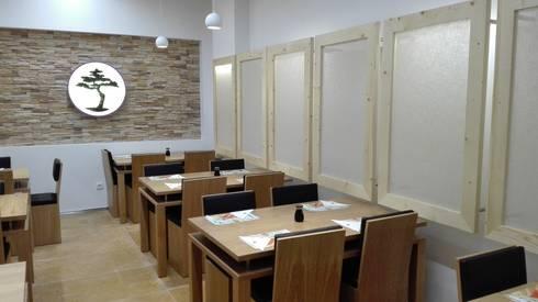 Carpintarias e Mobiliário em Restaurante de Centro Comercial:   por FRANCISCO MARTINS & FILHOS LDA