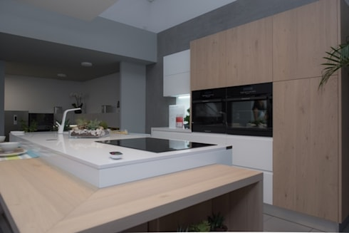 PROJETO  TOTAL DO SHOWROOM AREA DESIGN INTERIORES: Cozinha  por area design interiores