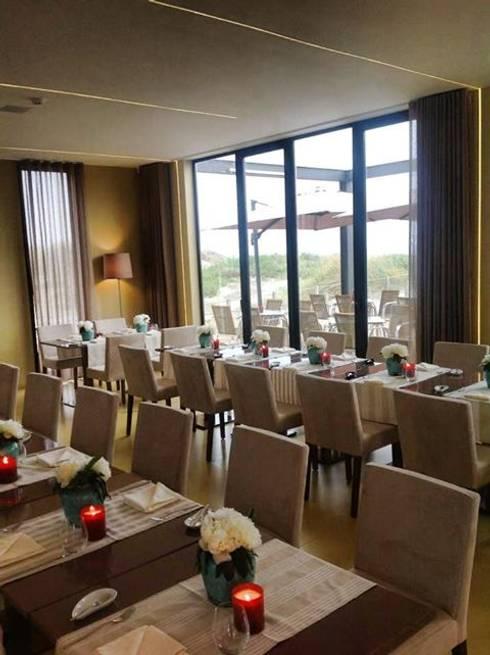 RESTAURANTE AREIA CARREÇO VIANA DO CASTELO: Salas de jantar modernas por ROSA PURA HOME STORE