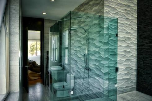 BAÑO PRINCIPAL: Baños de estilo  por ArqCubo