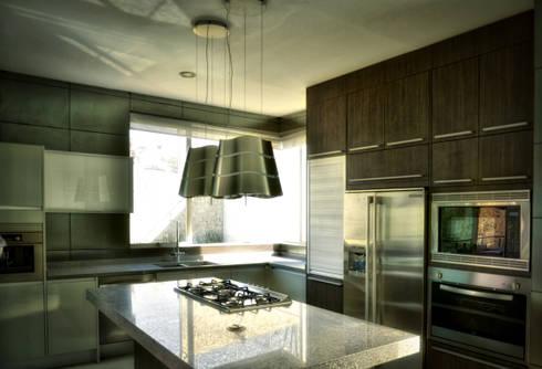 COCINA: Cocinas de estilo minimalista por ArqCubo