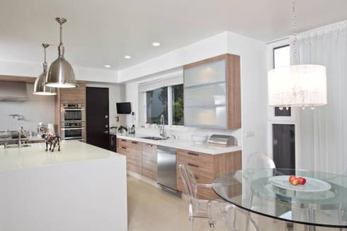 Casa LH: Cocinas de estilo moderno por IX2 arquitectura