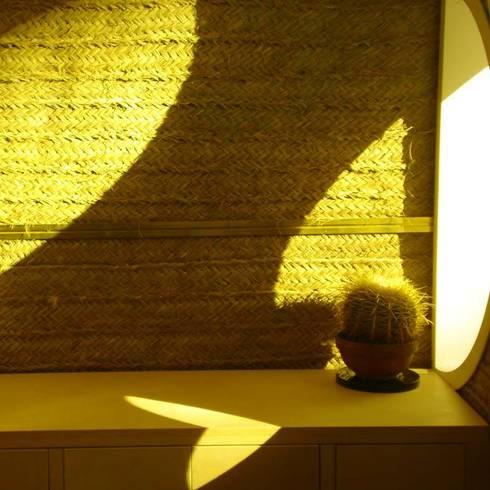 Interior (detalle): Estudios y oficinas de estilo mediterraneo por jesus rubio arquitectos