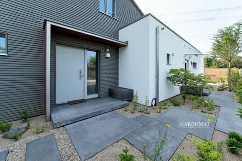 Moderner garten  GARDOMAT - Die Gartenideenmacher: Moderner Garten mit Naturpool ...