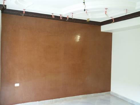 Mr. Mohamed Appartment:  غرفة المعيشة تنفيذ Etihad Constructio & Decor