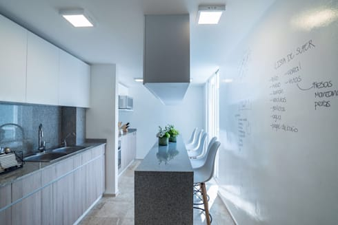 COCINA EN CDMX II: Cocinas de estilo moderno por HO arquitectura de interiores