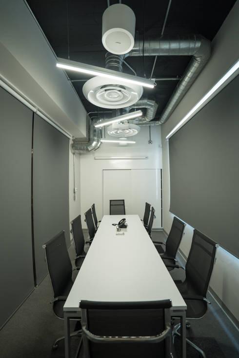 """CORPORATIVO EN """"CENTRO POLANCO"""", CDMX: Oficinas y tiendas de estilo  por HO arquitectura de interiores"""