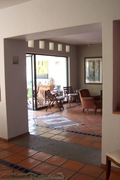 Sala: Salas de estilo moderno por Bojorquez Arquitectos SA de CV