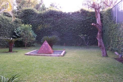 Jardín Posterior: Jardines de estilo moderno por Bojorquez Arquitectos SA de CV