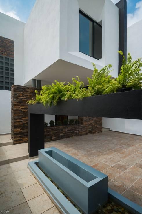Casa Ax4: Casas de estilo minimalista por ROKA Arquitectos
