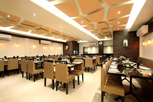 Restaurant Dining Area:  Hotels by SS Designs