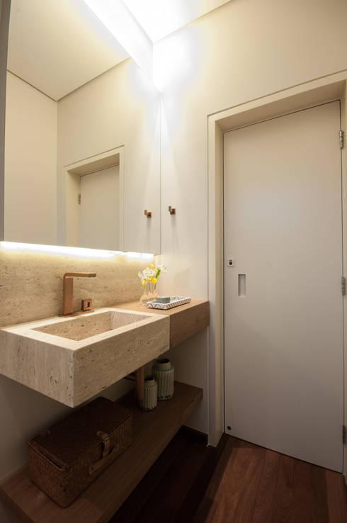 Baños de estilo moderno por Elisa Vasconcelos Arquitetura  Interiores