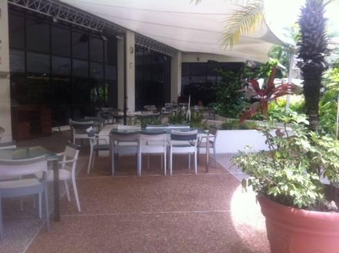Proyecto Hotel : Terrazas de estilo  por THE muebles