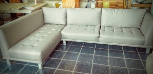 Sala en nuestro taller de fabricación: Salas de estilo moderno por Estilo en muebles