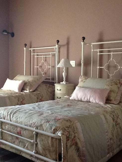 country Bedroom by Célia Orlandi por Ato em Arte