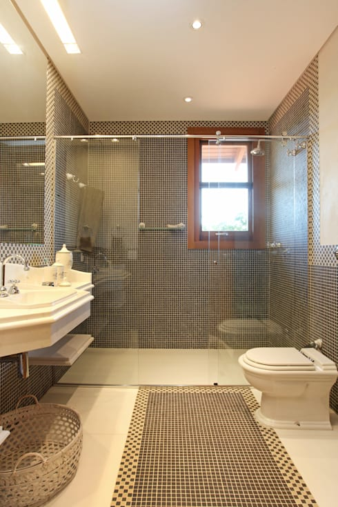 Bathroom by Célia Orlandi por Ato em Arte