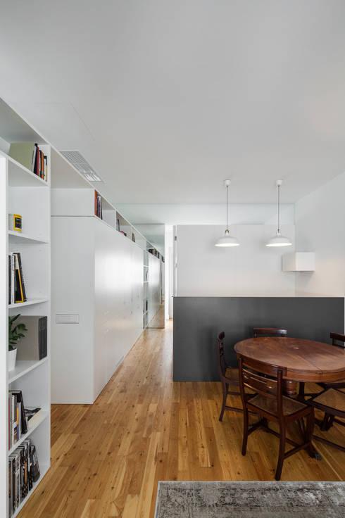 Apartamento AB9: Salas de jantar  por FMO ARCHITECTURE