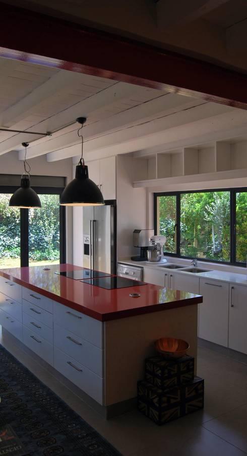 Project : Jason Black: modern Kitchen by Capital Kitchens cc