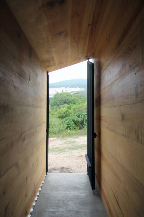 Corporativo INNOVA: Casas de estilo colonial por Apaloosa Estudio de Arquitectura y Diseño