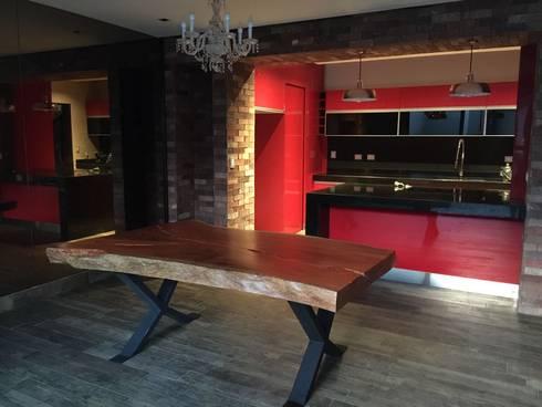 Cocina roja: Cocinas de estilo clásico por The arkch's Arquitectos