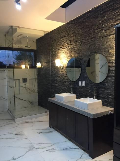 Baño master: Baños de estilo  por The arkch's Arquitectos