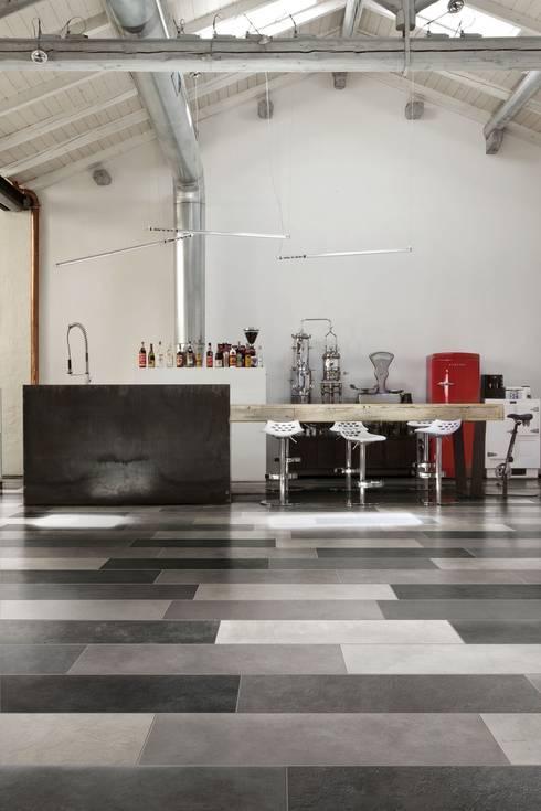 Vloertegels in verschillende kleuren die de keuken inrichting perfectioneren : industriële Keuken door Sani-bouw