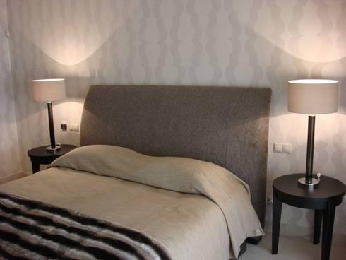 Master Bedroom: Quartos modernos por Pure Allure Interior