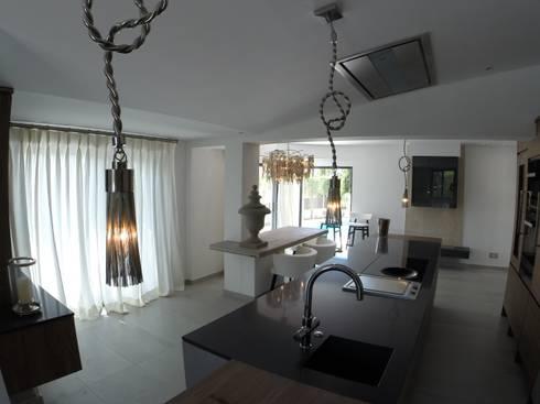 Kitchen: Cozinhas modernas por Pure Allure Interior