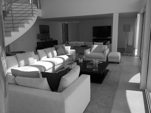 Living and TV Area: Salas de estar modernas por Pure Allure Interior