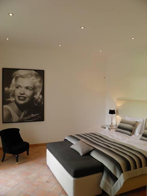 Bedroom: Quartos modernos por Pure Allure Interior
