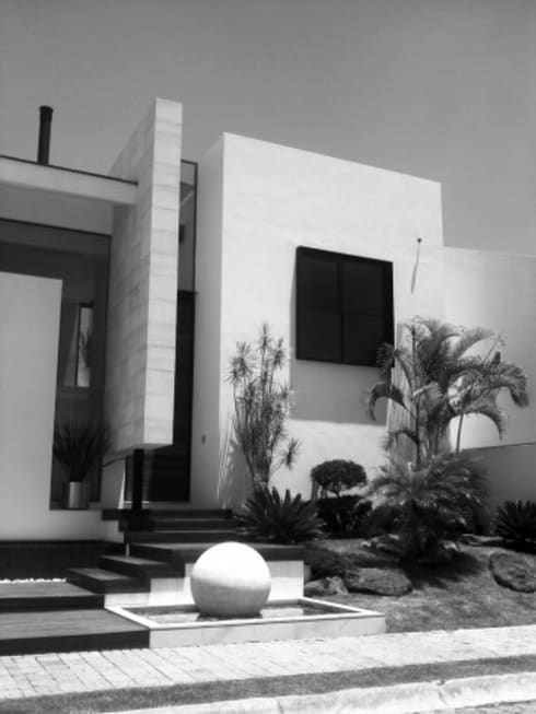 Otawa: Casas de estilo moderno por [GM+] Arquitectos