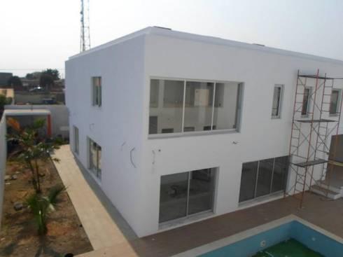 Moradia em Luanda:   por Lili Miranda-Designer de Interiores