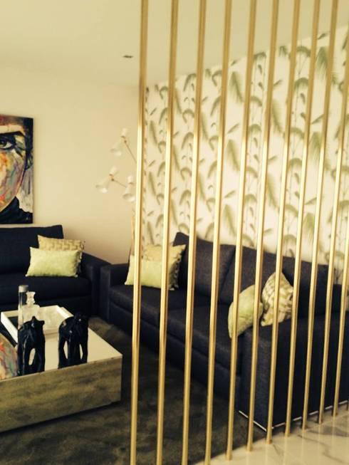 Moradia em Luanda: Salas de jantar modernas por Lili Miranda-Designer de Interiores