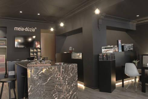 Loja Meia Dúzia: Lojas e espaços comerciais  por GRAU.ZERO Arquitectura