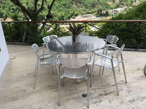Casa El Peñón.: Terrazas de estilo  por THE muebles